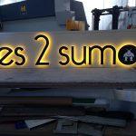 AZTARNA-ENSEIGNE-LUMINEUSE-LETTRES-DECOUPEES-BLANC-CHAUD-LES-2-SUMOS-RESTAURANT-BIARRITZ